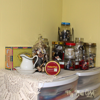 Button jars arrangement